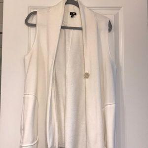 Super cute size large vest